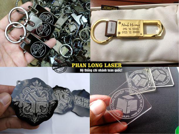 Khắc laser lên quà tặng nhựa móc khóa inox móc khóa mica giá rẻ